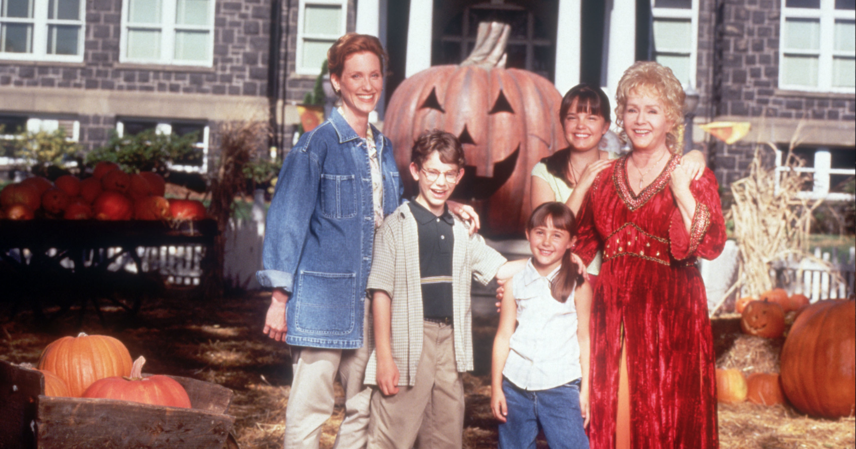 The Cast of Halloweentown Is Reuniting to Honor Debbie Reynolds